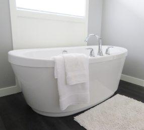 bathroom-bathtub-ceramic-534179.jpg